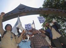 OBSTÁCULO DEMOCRÁTICO S DE INDONESIA imagenes de archivo