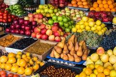 Obst und Gemüse auf dem Lebensmittelgeschäftmarkt in der Mitte von Tiflis Georgia-Land Lizenzfreies Stockbild