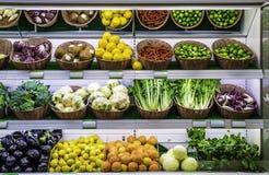 Obst und Gemüse auf einem Supermarkt stockfoto