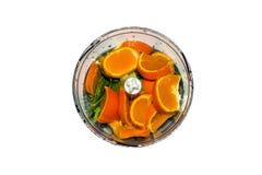 Obst und Gemüse in der Mischmaschine auf weißem Hintergrund Smoothies in der Mischmaschine von Obst und Gemüse von auf weißem Hin Stockbilder