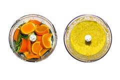 Obst und Gemüse in der Mischmaschine auf weißem Hintergrund Smoothies in der Mischmaschine von Obst und Gemüse von auf weißem Hin Lizenzfreie Stockfotografie