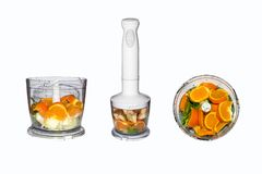 Obst und Gemüse in der Mischmaschine auf weißem Hintergrund Smoothies in der Mischmaschine von Obst und Gemüse von auf weißem Hin Lizenzfreies Stockbild