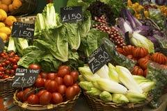 Obst und Gemüse für Verkauf am Markt Lizenzfreies Stockbild