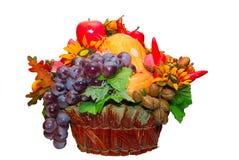 Obst- und Gemüse Korb Stockfoto