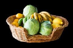 Obst und Gemüse Korb Stockbild