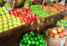 Obst- und Gemüse Stand Stockfoto