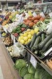 Obst-und Gemüsehändler-Gemüse gefüllt Stockfotos