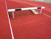 Obstacle élevé Ruelle courante de voie d'obstacle Obstacle en bois Images libres de droits