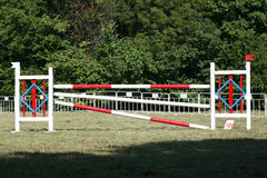 Obstacles et barrières d'équitation sur un événement sautant d'exposition images libres de droits