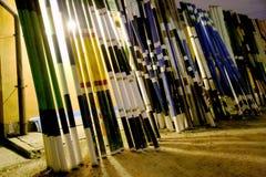 Obstáculos y barreras después de un entrenamiento de salto de la demostración por noche Imagen de archivo libre de regalías