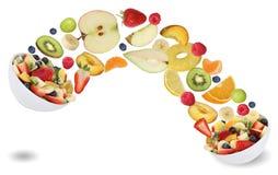Obstsalat der gesunden Ernährung mit Früchten mögen Äpfel, Orangen, Verbot Stockfotos