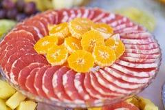 Obstsalat mit Pampelmuse und Orangen Stockbild