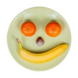 Obstschale, ausgebreitet in Form eines smileygesichtes Stockfotografie