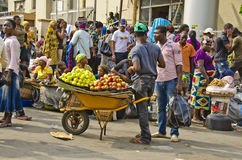 Obstverkäufer lizenzfreie stockfotos