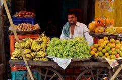 Obstverkäufer bei Fatephur Sikri, Indien Stockfoto
