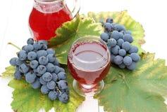 Obstwein mit frischen Trauben Lizenzfreie Stockfotografie