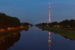 obszar miasta dmitrov nocy Moscow tower telekomunikacyjnych zimy obraz royalty free