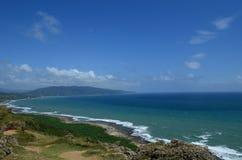 Obszar trawiasty i morze Zdjęcie Royalty Free