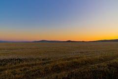 Obszar trawiasty przy opóźnionym jesień rankiem Fotografia Stock
