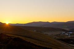Obszar trawiasty przy opóźnionym jesień rankiem Obraz Royalty Free