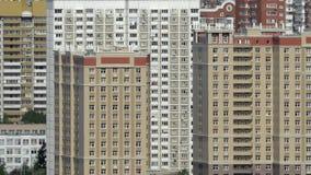 Obszar zamieszkały z highrise mieszkania domami w Moskwa, Rosja zdjęcie wideo
