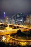 Obszaru miejskiego półmrok, ruchliwie ruch drogowy zdjęcie stock