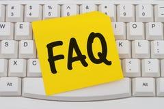 Obtenant le FAQ en ligne Photographie stock libre de droits