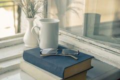 Obtenant une éducation - la route à la connaissance Livres de lecture - Th Photographie stock libre de droits
