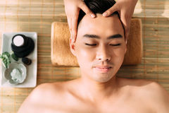 Obtendo a massagem facial fotos de stock royalty free