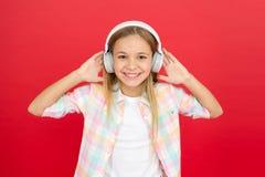 Obtenez l'abonnement de compte de musique Appréciez le concept de musique Musique toujours avec moi Concept de loisirs Peu fille  image libre de droits