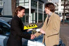 Obtention de la plaque d'immatriculation de taxi Photos stock