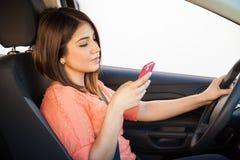 Obtention distraite tout en conduisant Photos stock
