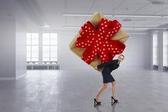 Obtention du cadeau ou de la bonification Media mélangé Photo stock