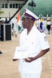Obtention du diplôme à un officier de la marine images libres de droits