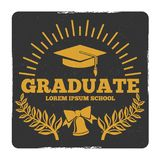 Obtention du diplôme de lycée et d'université, au logo de vecteur d'école Label de diplômé de grunge illustration stock