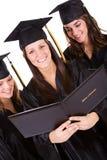 Obtention du diplôme : Amis ainsi que des diplômes Image libre de droits