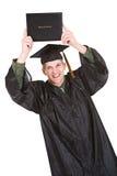 Obtention du diplôme : Homme avec le diplôme excité pour recevoir un diplôme Images stock