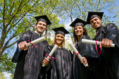 Obtention du diplôme : Regarder le groupe de diplômés Images libres de droits