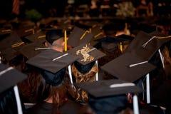 Obtention du diplôme : Un diplômé avec une licorne sur son chapeau Photographie stock libre de droits