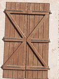 Obturador antiguo de la puerta Imagenes de archivo