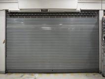 Obturador cercano o puerta rodante del fondo de la tienda con el espacio de la copia imagen de archivo libre de regalías