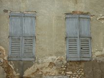 Obturador de la ventana en Riez foto de archivo