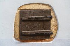 Obturador de madeira pequeno da janela Imagem de Stock Royalty Free