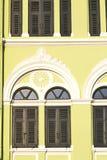 Obturador del templo del oro de la ventana Foto de archivo libre de regalías