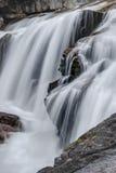 Obturador lento, cascada del noroeste pacífica en montañas de la cascada Fotos de archivo libres de regalías