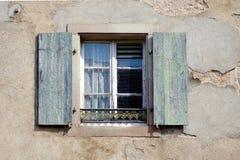 Obturador viejo de la ventana fotografía de archivo