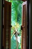 Obturadores coloniales de la ventana Fotografía de archivo