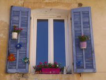 Obturadores de la ventana en Provence Fotos de archivo libres de regalías