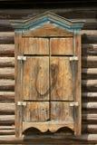 Obturadores de madera de la ventana cerrados Foto de archivo libre de regalías