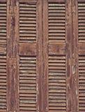 Obturadores de madera de la ventana del vintage fotos de archivo libres de regalías